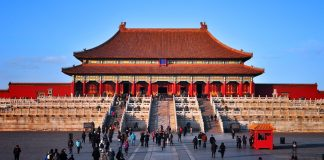 Places You Should Avoid When Planning a China Tour During National Holiday